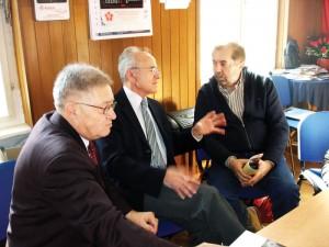 U razgovoru prije tribine, s lijeva na desno: Franjo Golenko, potpredsjenik SRP-a,  Ivan Plješa, predsjednik SRP-a i Drago Hedl, novinar i autor knjige